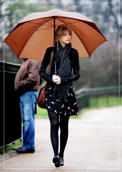 Taylor Swift Visists Diana, Princess of Wales Memorial