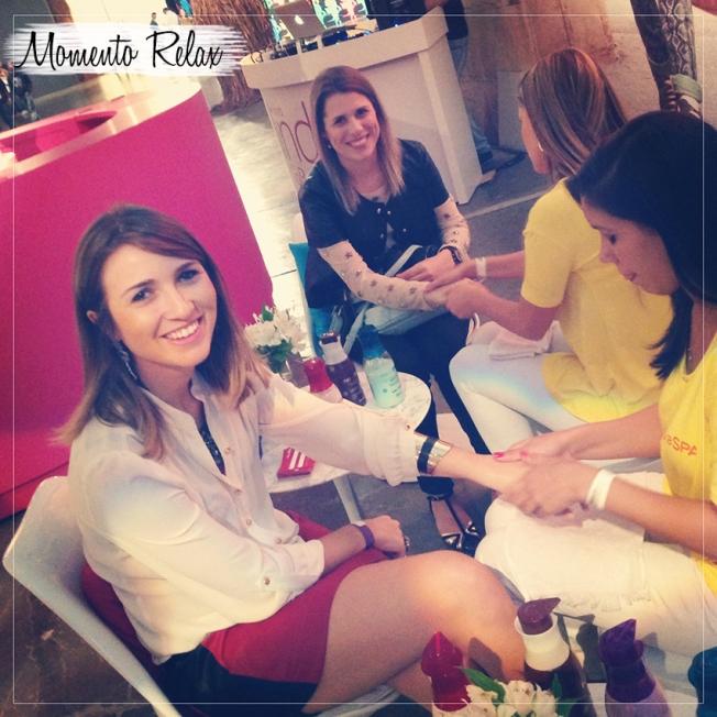 Massagem nas mãos na companhia da adorável Barbara Resende do Fashion Gazette
